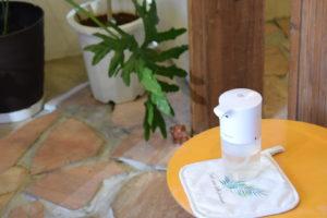 コロナ対策で自動の消毒液